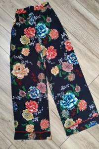 Materiałowe spodnie w kwiaty Lipsy London 32...