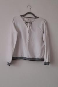 Biała bawełniana bluza bez kaptura 38