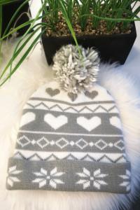 Sinsay Czapka damska zimowa z pomponem śnieżynki szara