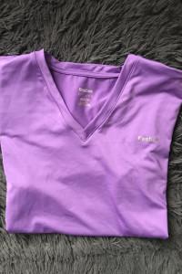 Sportowa koszulka marki Reebok