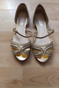 Złote sandały z paskiem rozmiar 40 Snzwomen