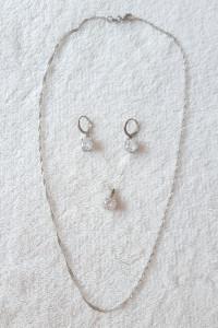 Nowa biżuteria komplet kolczyki naszyjnik łańcuszek wisiorek białe cyrkonia proste