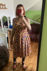 Vintage retro sukienka w kwiaty...