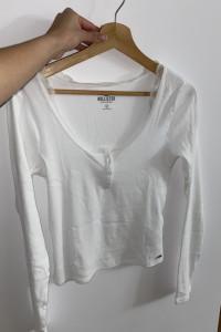Biała koszulka z metką hollister...