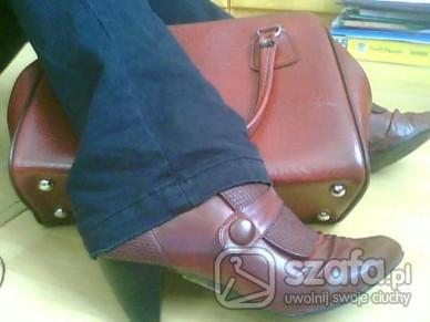 Mój styl kuferek, wiśniowe botki i ja:D