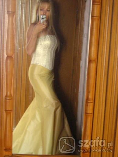 Eleganckie Elegancka złota kreacja