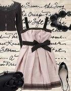 Na romantycznie sukienka w kolorze pudrowego różu