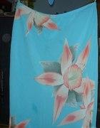 Spódnica niebieska z dużymi kwiatami