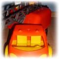 Duży wóz strażacki z wysuwaną drabiną