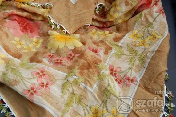 Chusty i apaszki Chusta boho XXL z haftem kwiaty