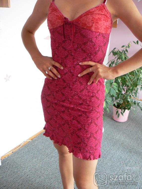 Na specjalne okazje Czerwona sexi sukienka