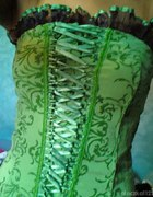Zielona sukienka gorsetowa