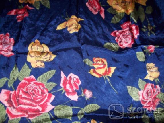 Chusty i apaszki W piękne róże