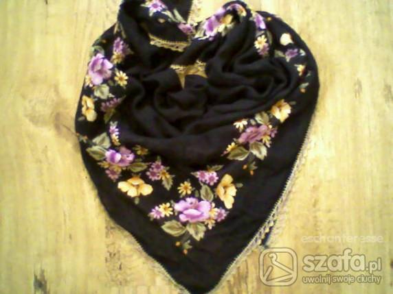 Chusty i apaszki Duża czarna chusta w kwiaty