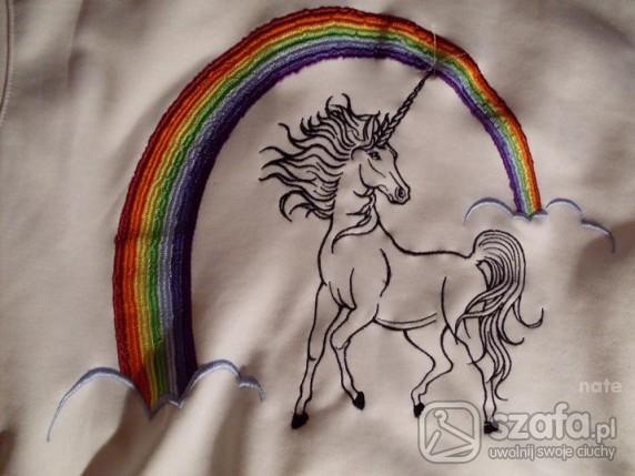 tęczowa bluza z jednorożcem