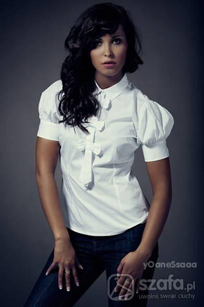 Biała koszula z kokardkami i bufkami