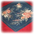 piękna granatowa chusta w kwiaty plisowana