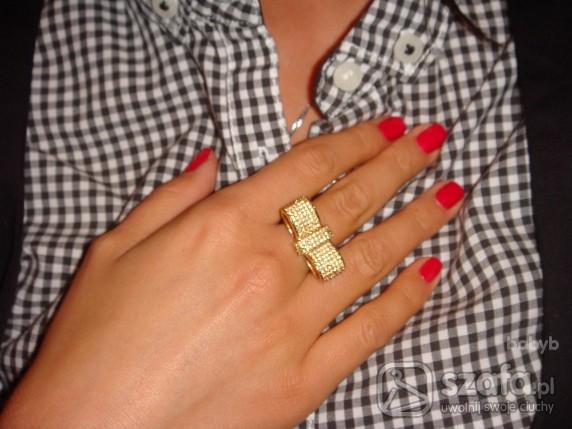 37265e86b5a2fb złoty pierścionek kokardka kryształki swarovskiego w Pierścionki ...