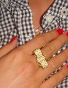 złoty pierścionek kokardka kryształki swarovskiego