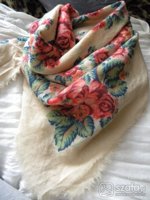 Chusty i apaszki Beżowa duża chusta w kwiaty vintage