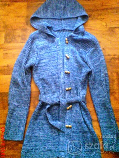 Swetry z kapturkiem