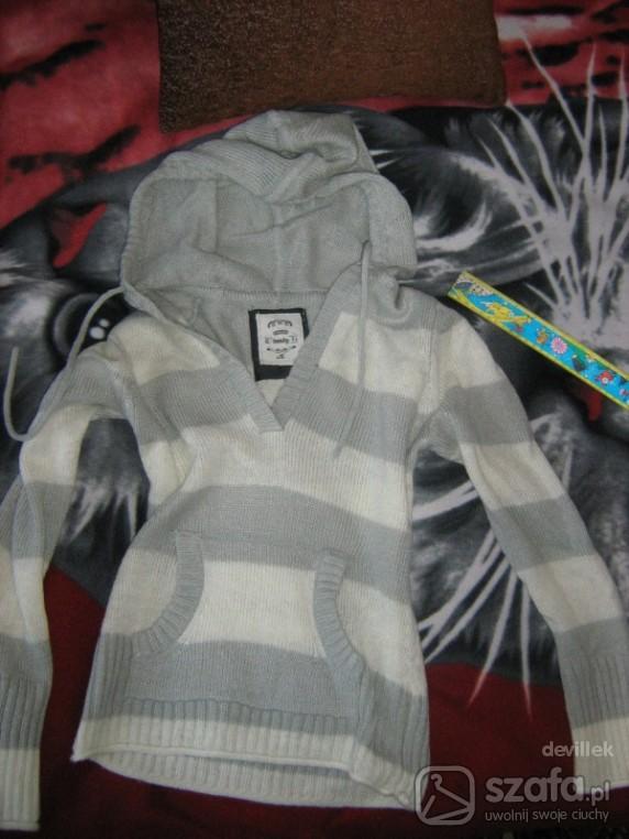 Swetry sweterek z kapturem