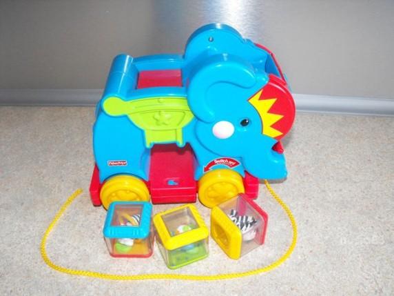 Zabawki CYRKOWY SŁOŃ Z KLOCKAMI FISHER PRICE K2 cena z prz