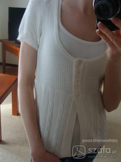 Swetry kremowy sweterek