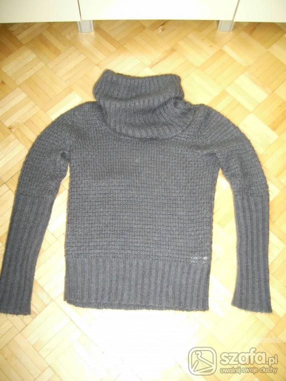 Szary sweterek
