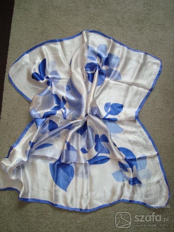 Chusty i apaszki Apaszka chusta kwadrat róże niebieskie