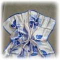 Apaszka chusta kwadrat róże niebieskie