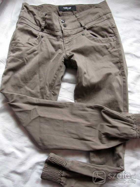 Spodnie ze ściągaczem...