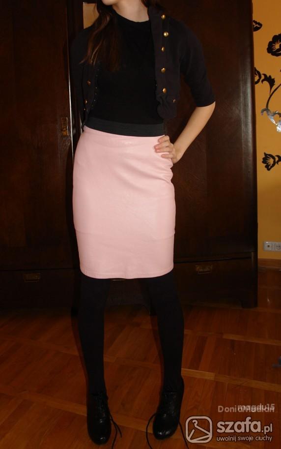 Eleganckie śliczna różowa spódnica i carne bolerko