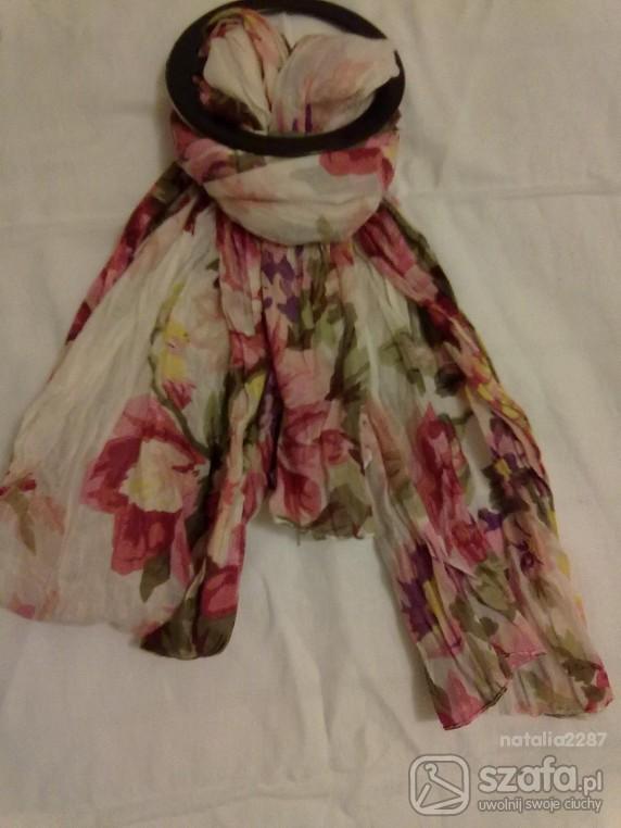 Chusty i apaszki chustka apaszka w kwiaty atmosphere