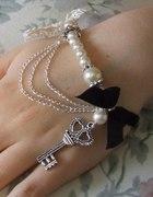 Wiktoriańska bransoletka z perłami i kluczem