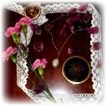 mala kamea w objeciach z platkow z tulipanow