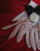 Zegarek na łańcuszku z kokardką
