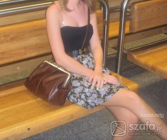 Mój styl Sukienka w kwiaty i torebka stradivarius