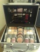 kuferek z zestawem do makijażu