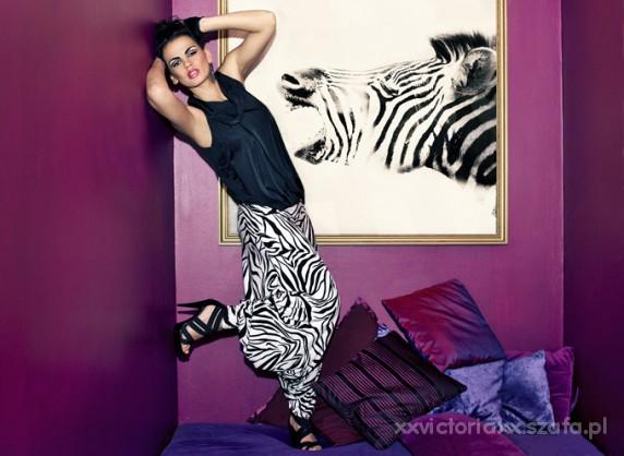 Imprezowe Szałowa Zebra kreacja dla odważnej