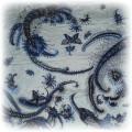 apaszka granatowobłekitna w motylki i pawie pióra