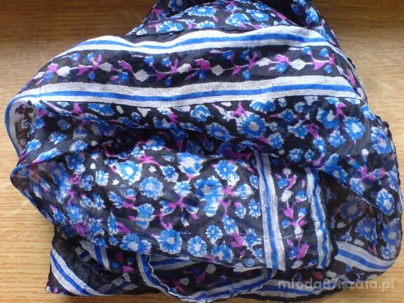 Chusty i apaszki 3 Wyjatkowe apaszki floral