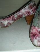 Floral bata