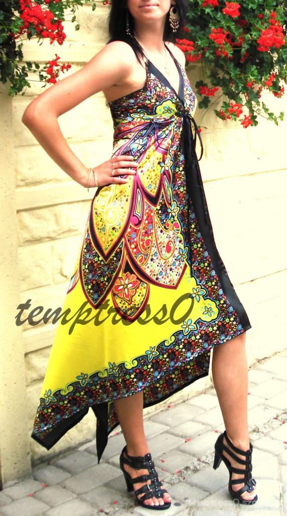 Eleganckie satynowa suknia i gladiatorki