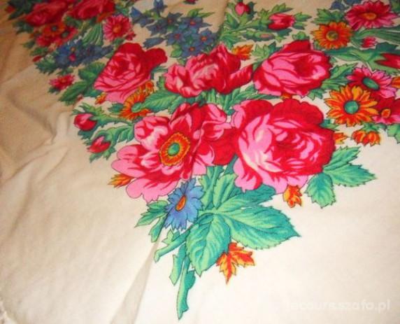 Chusty i apaszki Chusta folklorystyczna folkowa kwiaty