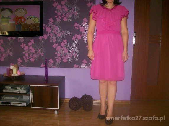 Na specjalne okazje sukienka w kolorze fuksji