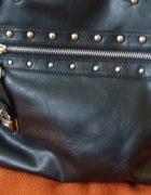 Czarna torebka z ćwiekami
