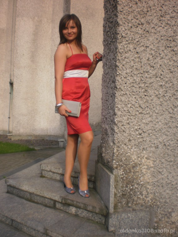 Wieczorowe czerwona sukienka ze srebrną wstawką