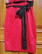 Ołówkowa spódnica w czerwieni