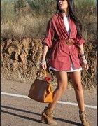 Długa koszula pasek botki i duża torba suuuper